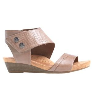 Cobb Hill Rockport  Hollywood cuff sandal taupe 8